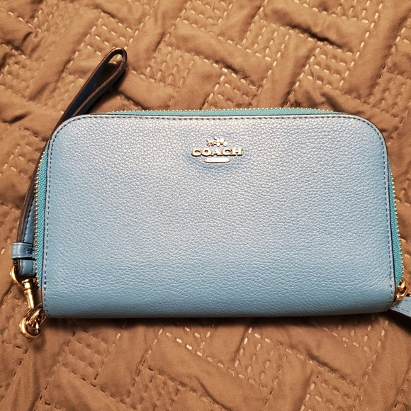 Coach Handbags - Coach wallet/wristlet